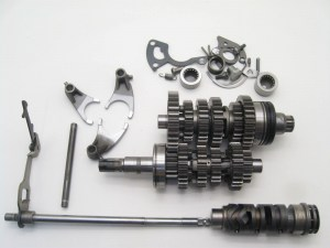 gs500f-transmission-gears-drum-fork